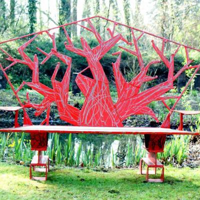 banc en arbre rouge