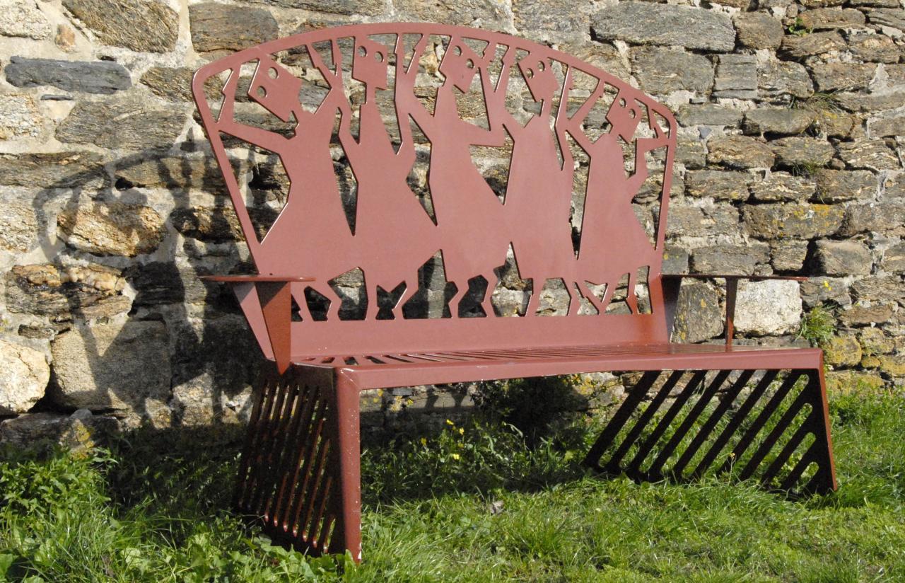banc sitting in the garden 11