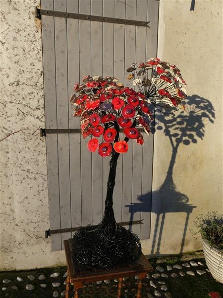 grand arbre rouge